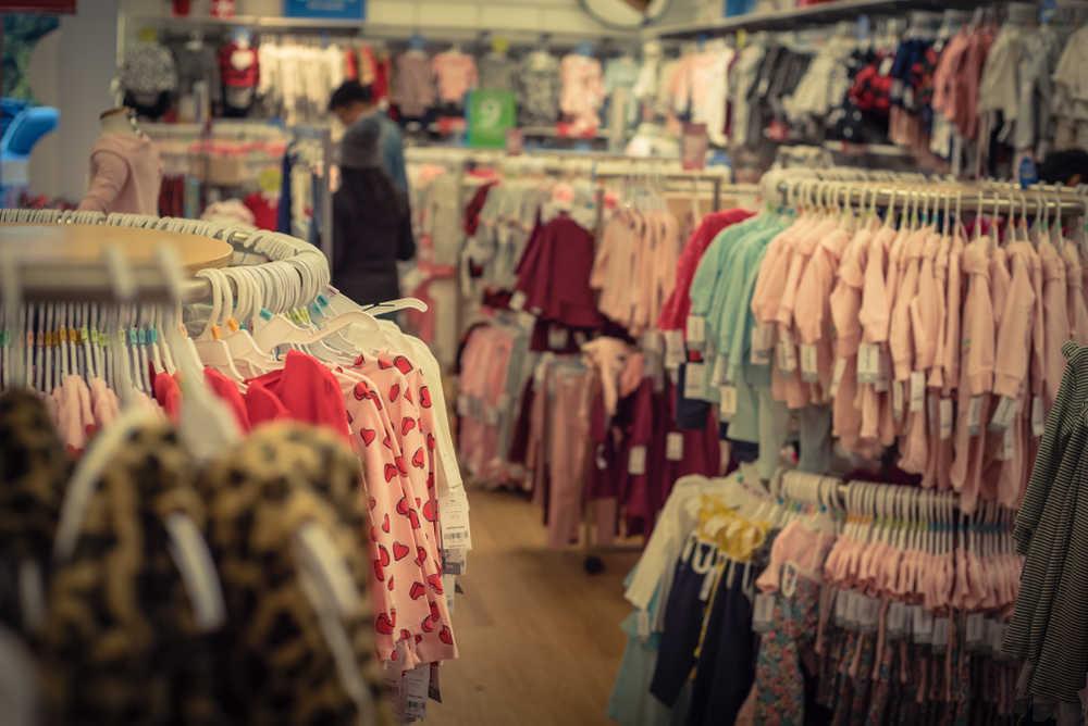 La mayor demanda de ropa para un bebé suple el descenso de compra por baja natalidad
