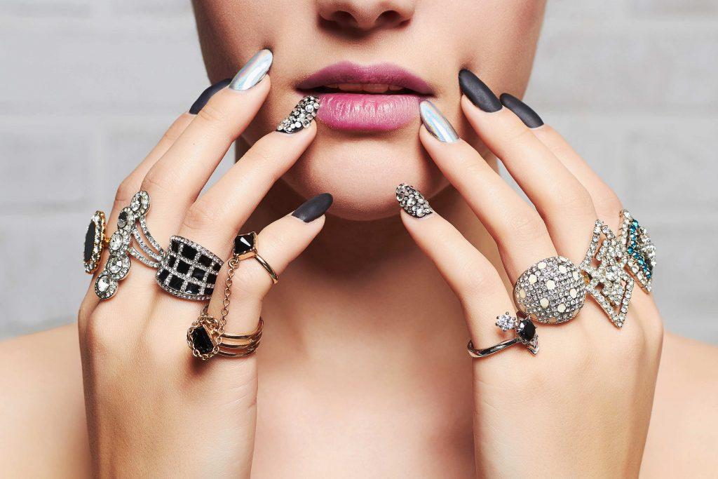 14 Reglas de etiqueta para el uso correcto de joyería