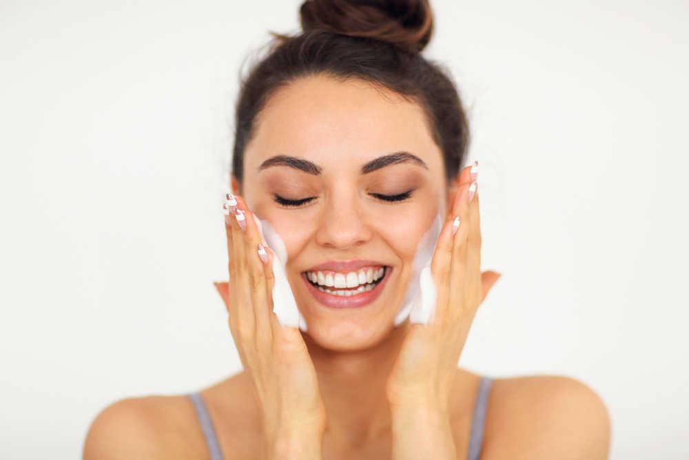 Nueve consejos para cuidar la piel de tu cara y mantenerla joven